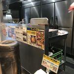 麺創研 紅 - 店内写真2