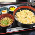 更科 - 衣笠丼(850円)