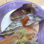 うず潮 - 秋のおすすめ3貫420円。自家製〆サバ、炙り太刀魚、大トロサーモン、全部が???うーん。。。