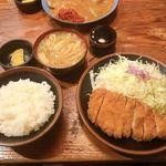 とんかつ かつ吉 - 料理写真:ロースかつ定食 ¥1000