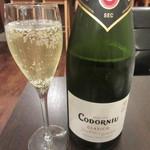 ワインカフェ - コドーニュ・クラシコセコ Codorniu Crasico 680円