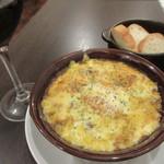 ワインカフェ - 牛スジ煮込みのチーズオーブン焼き 780円