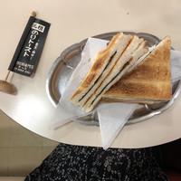 まさに神田を仕切るコーヒー界のエース!お店全体が THE MASTER'S ...