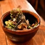 虎うま - 地鶏タタキとアボガド@530円