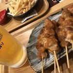 湯あがり食堂 - 料理写真:生ビール@530円&白鳥園焼き鳥(3本)@390円×2