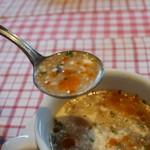 プティ・マルミット - スープはミネストローネ、ピリ辛仕上げ。チーズが溶けてこんな感じ