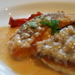プティ・マルミット - 本日のAランチ、鯛のムニエル魚を選択。ステーキ、魚、海老料理から選べます(¥1400税別)