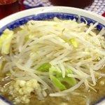 らーめん豚喜 - 小ラーメン(680円)麺少なめニンニク少し