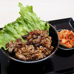 肉のヤマキ商店 - 焼肉丼+肉増量とキムチ