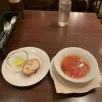 118195461 - トマトとレタスと大葉のスープ、バゲット、オリーブオイル