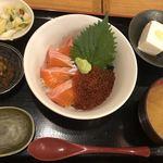 青森県むつ下北半島 - 渓流サーモン親子丼のセット@1,200円