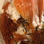 青森県むつ下北半島 - 渓流サーモン親子丼のアップ