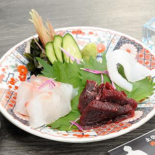 """高知県漁港直送の鮮魚や、肉厚で柔らかい""""うつぼ料理""""も旨い!"""