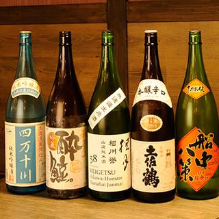 土佐の日本酒が常時18種類!季節限定酒もご用意しています。