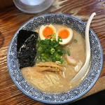 久留米らーめん 金丸 - 味玉入りラーメン(800円)