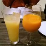 carnegico - 葉とらず林檎ジュースと紅俺ん路みかんジュース