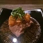 carnegico - お通しの牛タンの煮込み。大根おろしと大葉とポン酢。美味しい!