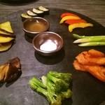 carnegico - 焼野菜は全て4つにカットしてくれました。