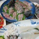 あさひ丸 - 本日の刺身盛り合わせ グレ ミズイカ ハモ 海老しゃこ 地たこサラダ
