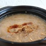 コンジーテーブル - オーガニックの国産米とじっくりボイルした鶏肉粥アップ