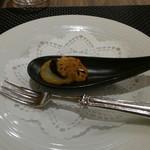 ポム・ダダン - アミューズは香川産キャビアの一口オードブル