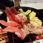 立飲み寿司 三浦三崎港 めぐみ水産 - まぐろづくし丼
