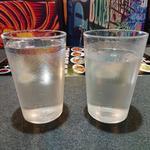 太陽城 - 白酒 老龍口 42度 (左は水)