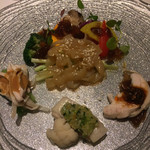 Cantonese en KEN TAKASE - くらげ / 茹で鶏の三種ソース / 季節野菜のバラエティ