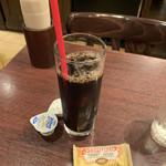 118237019 - アイスコーヒー、カラメルビスケット