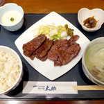 Morinomiyakotasuke - 牛たん焼 二種盛セット(一人前とろろ付¥2200)。牛たん×とろろ麦飯のコンビは、栄養面でも優れているという