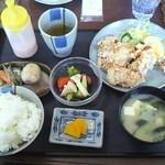 まえだ家 - 料理写真:日替わりサービスランチ 唐揚げ 730円