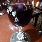 Bee - 二杯目、すいません。赤ワイン。