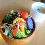 けや木 - セットのサラダとスープ