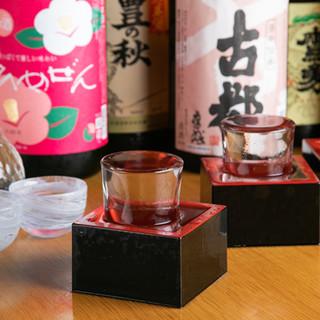 全国から厳選した日本酒は、おちょこと升一杯にご提供します!
