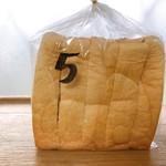 パン工房 今西 - 料理写真:食パン5枚切り 250円
