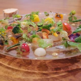 有機野菜を<30種類>も使用したオードブルは、身体も喜ぶ一品