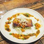 MUNYA - 大山鶏のもも肉のソテー