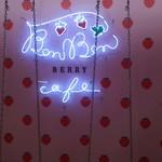 BonBon BERRY cafe - 外観…ブランコがあります❤