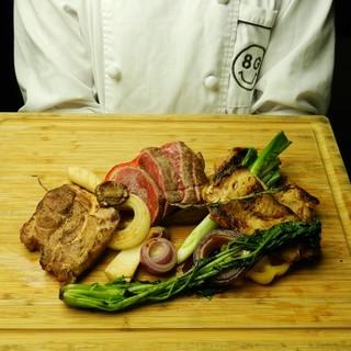 シェフが焼き上げる肉料理は絶品!ランチもディナーも!