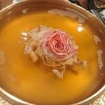 118288822 - お鍋に咲く豚薔薇