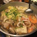 ほっこり - 鶏と海鮮の鍋です