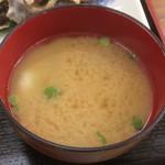 弁天会館 - 虹鱒のアラ入り味噌汁