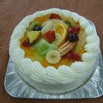 森と山 - 季節ごとの果物を贅沢につかったオリジナルバースデーケーキ。