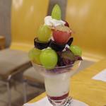 フルーツパーラーゴトー - 料理写真:9種のぶどう