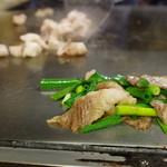 ホルモン料理専門處 利根屋 - 料理写真:コウネ