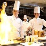 シェフズ ライブ キッチン - 料理写真:「できたて」・「楽しい」・「美味しい」 シェフが目の前で作るライブ感が新しい!