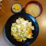 しおばる白夜 - 炭火焼親子丼ランチ880円(税込)。
