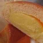 ひだかパン - クリームパンのクリームの量に注目!めっちゃ素晴らしい