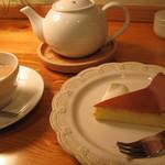 11834381 - ベイクドチーズケーキとミルクティー