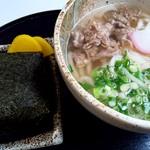 太田川 かき丸屋 - 料理写真:山賊むすび 200円と、肉うどん 400円